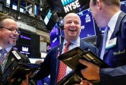 Nhà đầu tư đón nhận một loạt thông tin tích cực, Phố Wall leo lên đỉnh lịch sử, Dow Jones lại vượt mốc 28.000 điểm